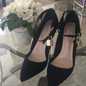 Black Velvet bottom Heels